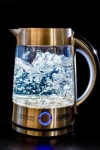 予防対策⑤ 排水溝に熱湯を流す